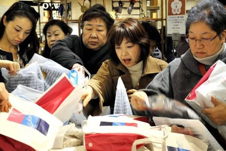 Fukubukuros: o que são as sacolas pelas quais os japoneses passam horas na fila?