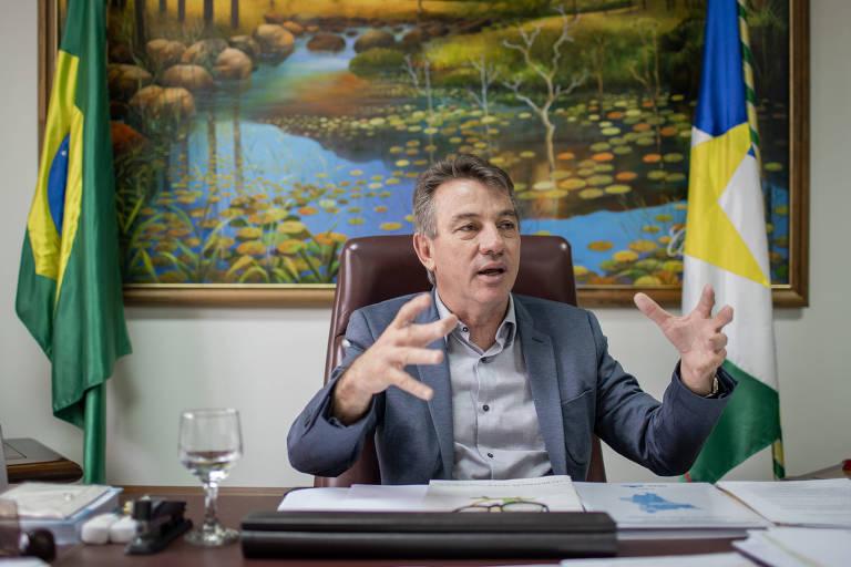 O governador de Roraima, Antonio Denarium (PSL), durante entrevista à Folha em seu gabinete em Boa Vista