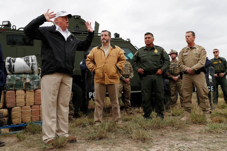 O presidente americano, Donald Trump, ao lado do senador Ted Cruz e de agentes de fronteira durante sua visita ao Texas na quinta (10/1)