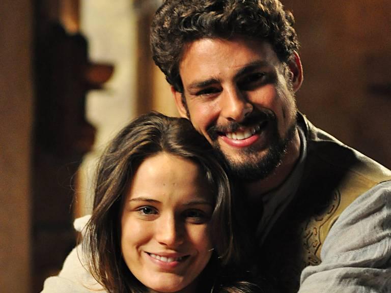 Aurora/Açucena (Biana Bin) e Jesuíno (Cauã Reymond) são os protagonistas na trama da Globo