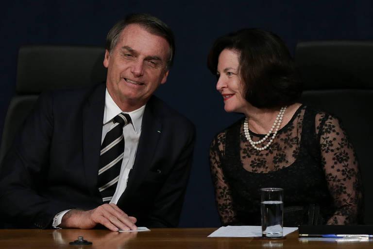 O presidente Jair Bolsonaro e a procuradora-geral da República, Raquel Dodge, durante solenidade de posse dos novos procuradores do Ministério Público