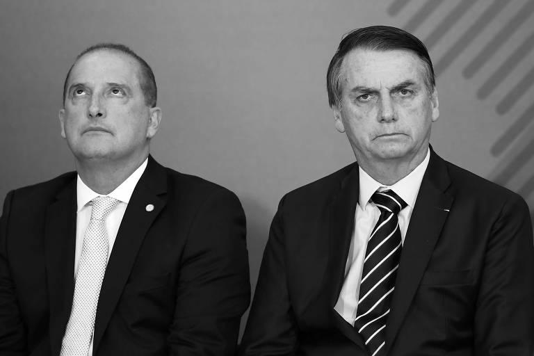O ministro da Casa Civil, Onyx Lorenzoni, e o presidente da República, Jair Bolsonaro, durante cerimônia no Palácio do Planalto, em Brasília