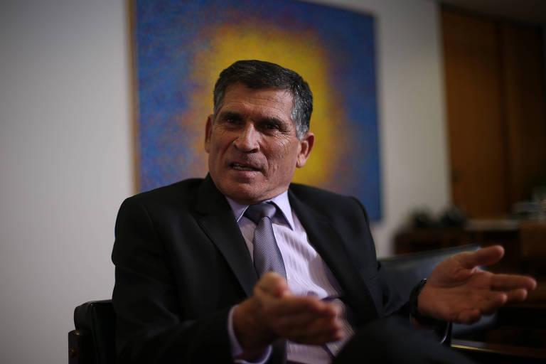 O ministro da Secretaria de Governo de Bolsonaro, general Carlos Alberto dos Santos Cruz, durante entrevista em seu gabinete, no Palácio do Planalto