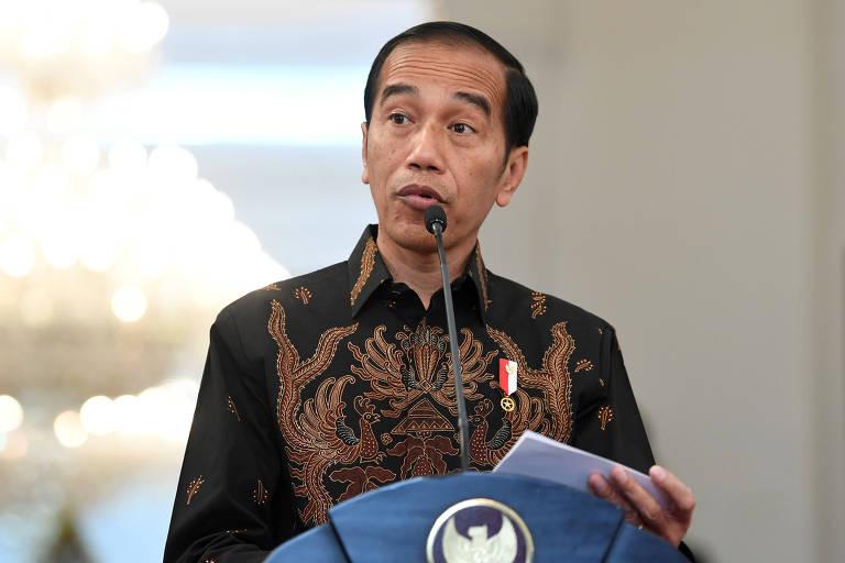 O presidente da Indonésia, Joko Widodo, fala à imprensa no palácio presidencial em Jacarta
