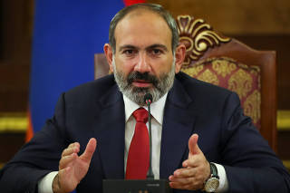 Armenian acting Prime Minister Nikol Pashinyan speaks at news briefing in Yerevan