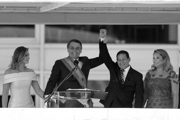 Bolsonaro, a primeira-dama Michelle Bolsonaro, o vice Hamilton Mourão e sua esposa Paula, durante pronunciamento à nação no parlatório, no Palácio do Planalto