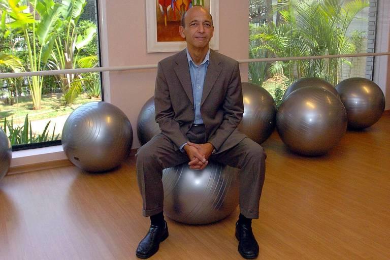 O gerontólogo Alexandre Kalache em entrevista para a Folha