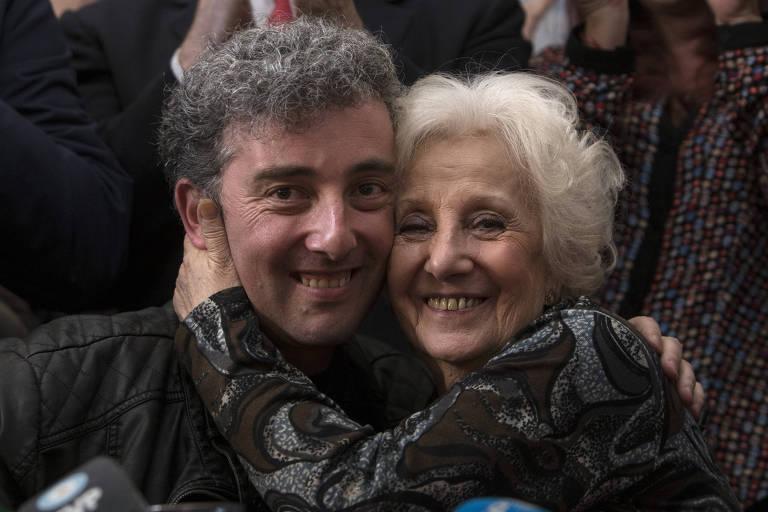 Estela de Carlotto (dir), presidente das Avós da Praça de Maio, ao lado do neto, Ignacio, achado após 36 anos de buscas