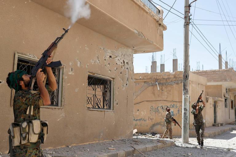 Curdos do YPG em Raqqa, na Síria