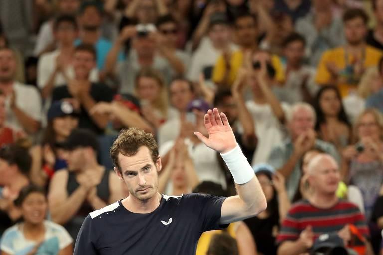 Murray é aplaudido pela torcida após derrota no Aberto da Austrália