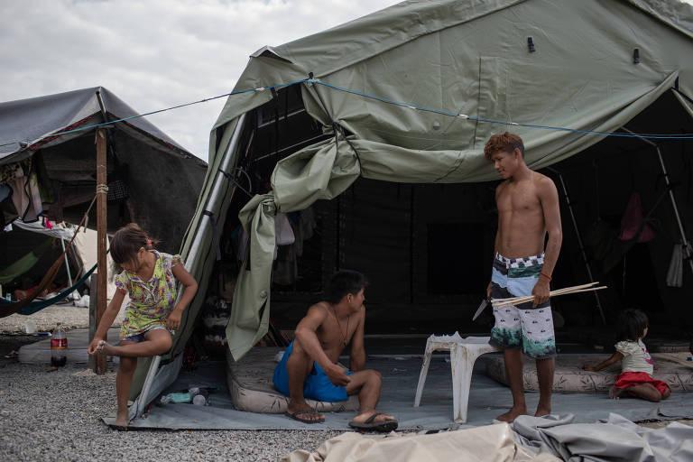 Índios venezuelanos em Boa Vista sofrem com superlotação e crack