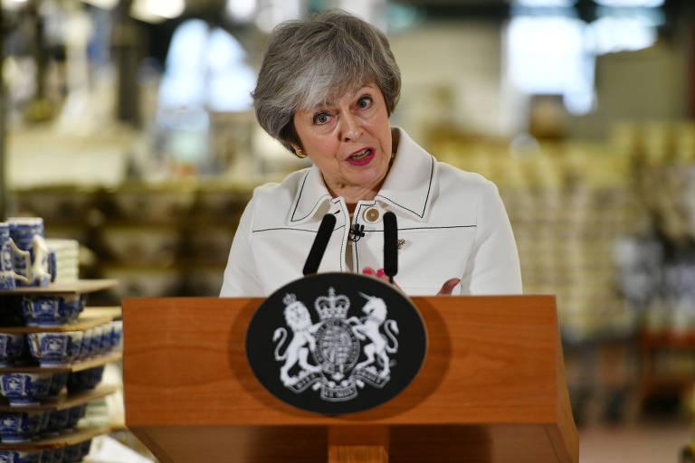 A primeira-ministra britânica Theresa May durante seu discurso nesta segunda (14) na cidade de Stoke-on-Trent