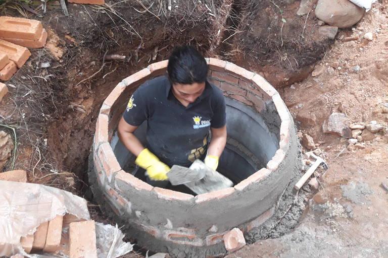 Construção de um biodigestor na Casa Jaya, em São Paulo