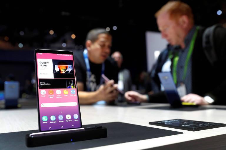 Samsung apresenta celular dobrável em fevereiro