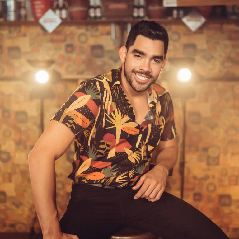 """O cantor Gabriel Diniz e as atrizes com quem ele contracena o videoclipe da canção """"Jenifer"""", aposta pra hit do verão 2019"""