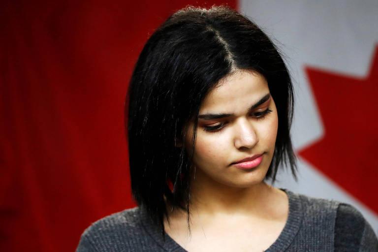 Rahaf Mohammed al-Qunun, 18, conta sua história em um centro educacional de Toronto, no Canadá