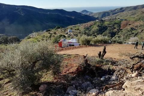 Foto divulgada pelo serviço de emergência local mostra a área onde o menino de dois anos caiu no poço, em Totalán, Málaga