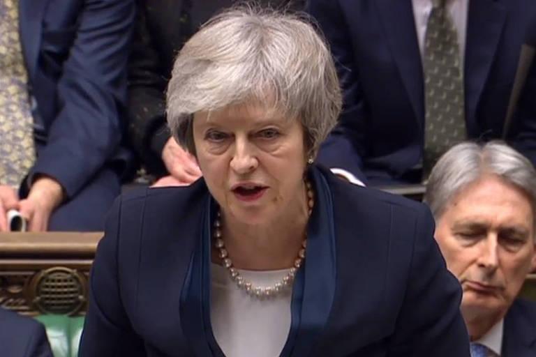 A primeira-ministra, Theresa May, discursa no Parlamento britânico após perder votação sobre o 'brexit'