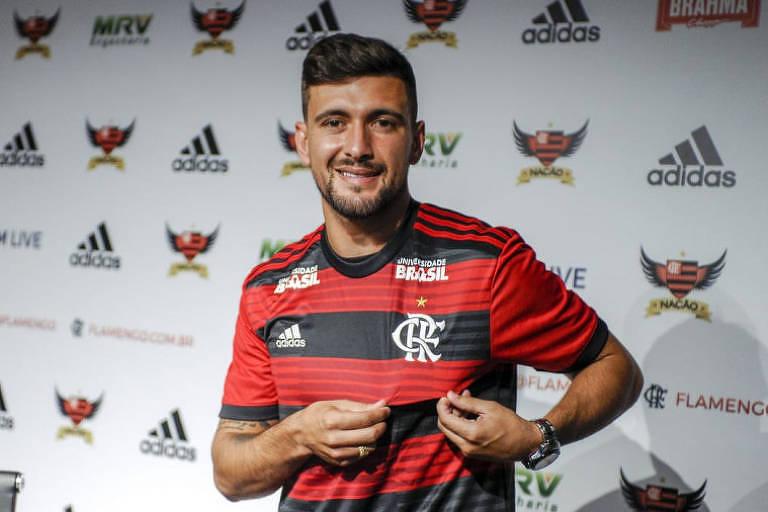 O uruguaio Arrascaeta é apresentado pelo Flamengo