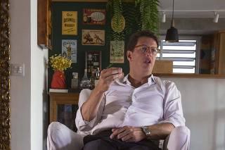 Ricardo Salles em seu apartamento nos Jardins, em SP