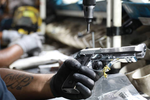 An employee from gun manufacturer Taurus Armas SA works at the company's assembly line in Sao Leopoldo, Brazil January 15, 2019. REUTERS/Diego Vara ORG XMIT: SMS215