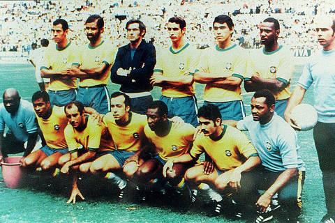 Foto oficial da seleção brasileira que jogou na Copa do Mundo de 1970, tendo como destaques os jogadores Pelé, Rivelino, Tostão e Gérson. (Foto: Reprodução) ***DIREITOS RESERVADOS. NÃO PUBLICAR SEM AUTORIZAÇÃO DO DETENTOR DOS DIREITOS AUTORAIS E DE IMAGEM *** [FSP-História das Copas-31.05.98]*** NÃO UTILIZAR SEM ANTES CHECAR CRÉDITO E LEGENDA***