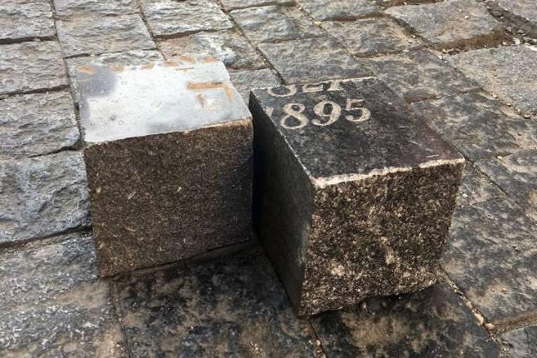 Os paralelepípedos de Praga revelam um segredo quando virados de cabeça para baixo