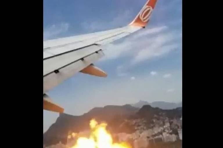 Passageiros filmam clarões perto da asa, e avião muda rota no Rio