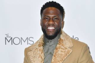 THE MOMS host a Mamarazzi with Kevin Hart