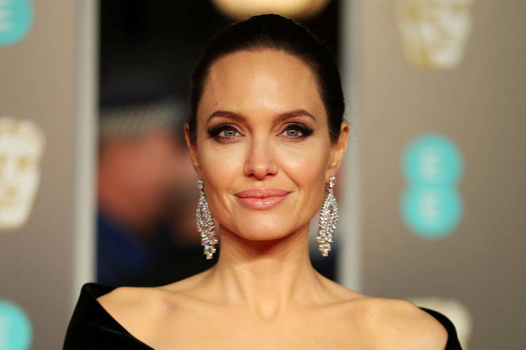 Angelina Jolie estreia no Instagram com carta de garota afegã