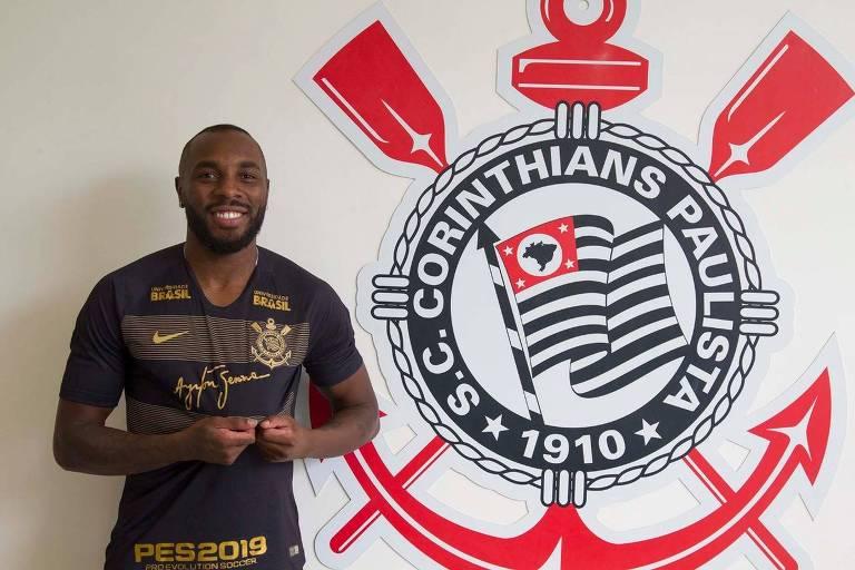 O zagueiro Manoel é apresentado como novo reforço do Corinthians