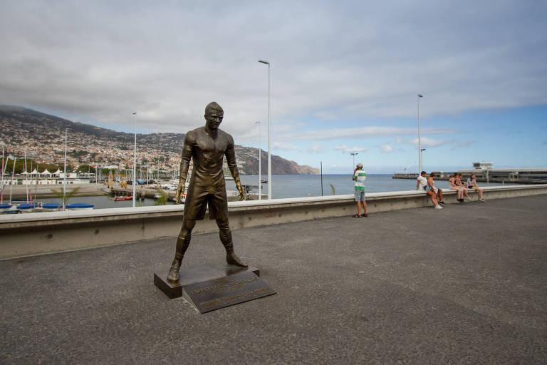 Estátua de Cristiano Ronaldo no Funchal, na Ilha da Madeira
