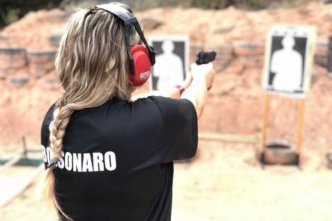 Após facilitar posse de arma, Bolsonaro prevê viabilizar porte a passos lentos