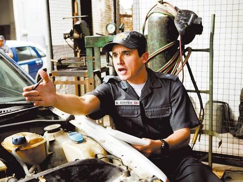 """ORG XMIT: 542601_0.tif Cinema: o ator Caio Junqueira durante cena do filme """"Tropa de Elite"""", de José Padilha. (Foto David Prichard/Divulgação)"""