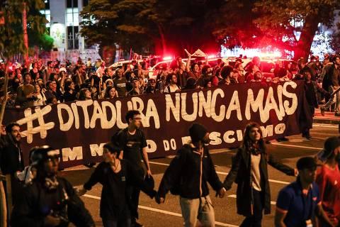 Entidade diz que mundo vive forte reação contra autoritarismo e cita Bolsonaro