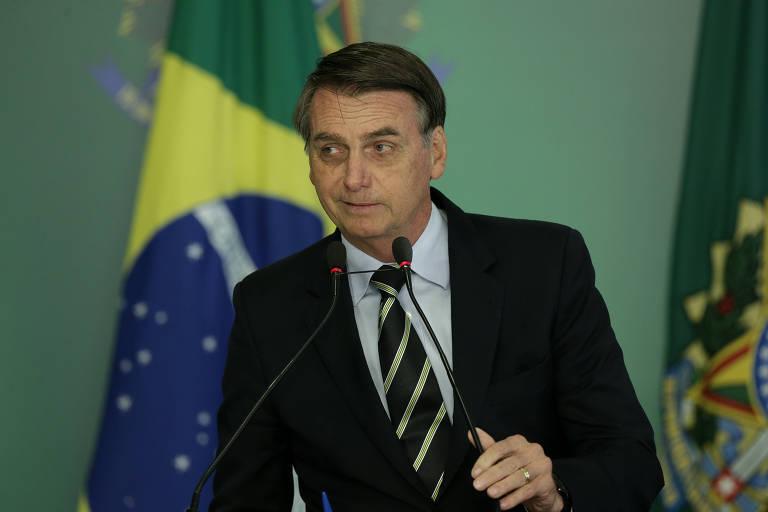 O presidente Jair Bolsonaro durante assinatura de decreto que muda regulamentação para posse de arma