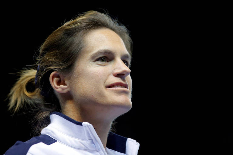 Amélie Mauresmo quando era treinadora da equipe francesa da Fed Cup, competição feminina por países