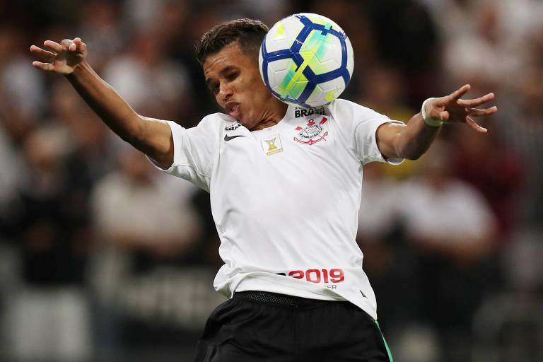 cad9df0239 O meia Pedrinho e seu Corinthians poderão ser vistos ao vivo no Facebook -  Paulo Whitaker Reuters