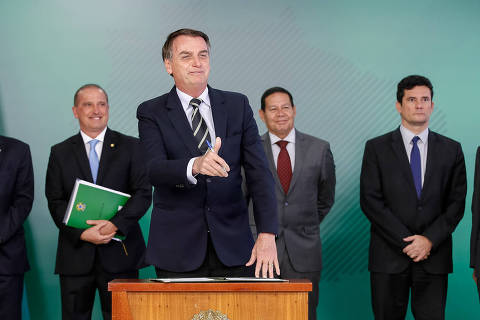 Bolsonaro chama críticas feitas ao decreto de posse de armas de falácias