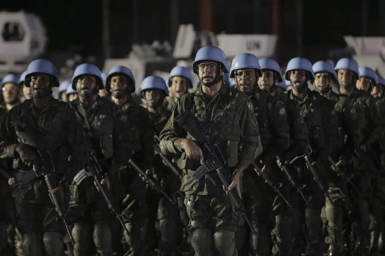 Cerimônia de encerramento das atividades do Exército brasileiro no Haiti, onde o Brasil liderou a missão de paz da ONU desde 2004