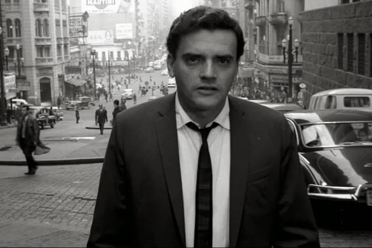 Cena do filme 'São Paulo, Sociedade Anônima', no vale do Anhangabaú