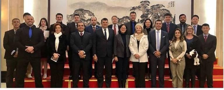 A comitiva de deputados que faz visita à China; grupo chegou ao país na quarta (16) e ficará até 24 de janeiro