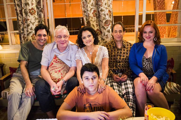 A Grande Família: Tuco (Lúcio Mauro Filho), Lineu (Marco Nanini), Nenê (Marieta Severo), Agostinho (Pedro Cardoso), Bebel (Guta Stresser) e Florianinho (Vinícius Moreno).