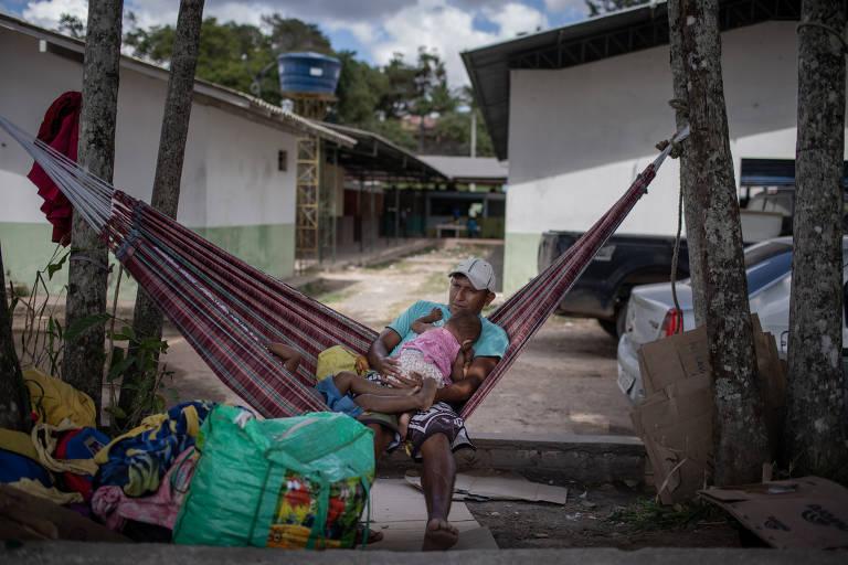 Índios venezuelanos da etnia Warao aguardam vaga no abrigo Janokoida em Pacaraima