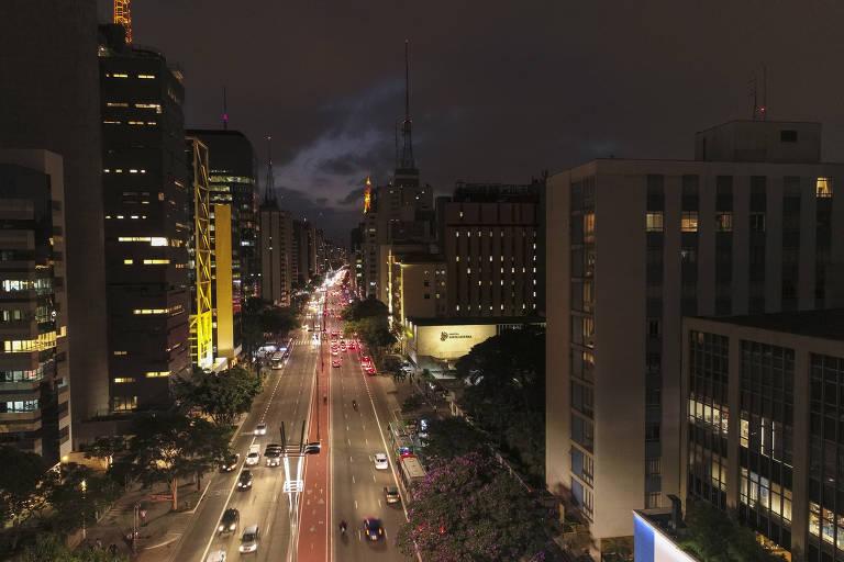 A Paulista ao anoitecer