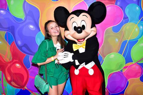 Fãs assumidas da Disney e loucas pelo Mickey, Larrisa Manoela e Dani Calabresa visitaram a expo Mickey que fica no shopping JK Iguatemi em São Paulo. A mostra fica em cartaz de 18 de janeiro a 21 de abril de 2019