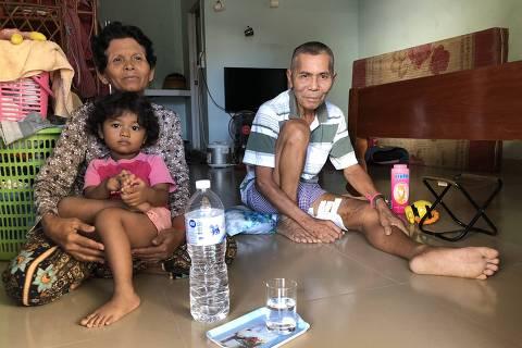 Lerm Yesm e Airm Ty, casal forçado a se casar durante o regime Khmer Vermelho