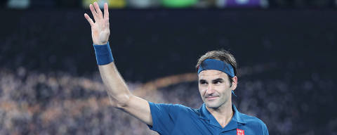 (190118) -- MELBOURNE, enero 18, 2019 (Xinhua) -- Roger Federer, de Suiza, gesticula durante el partido individual varonil de la tercera ronda del Abierto de Australia 2019, ante Taylor Fritz, de Estados Unidos, en Melbourne, Australia, el 18 de enero de 2019. (Xinhua/Bai Xuefei) (jg) (da)