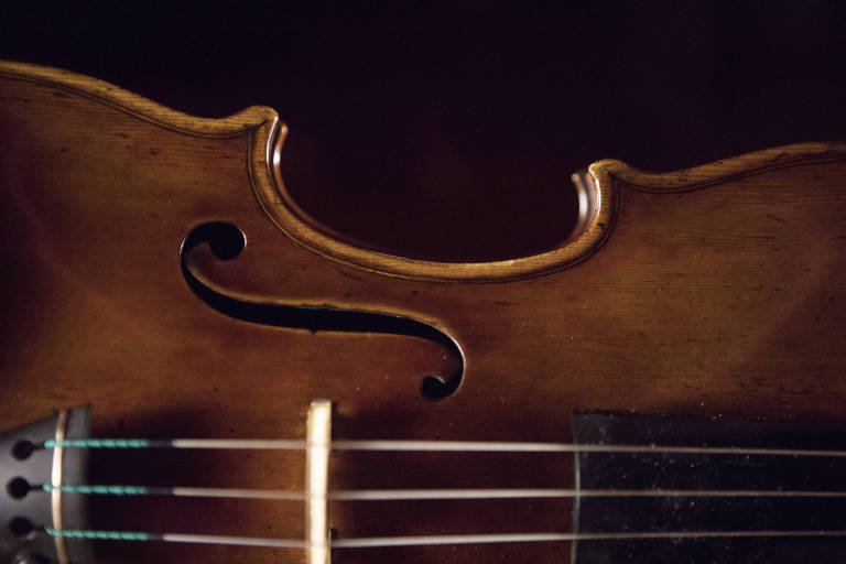 Para salvar Stradivarius, uma cidade inteira fica em silêncio