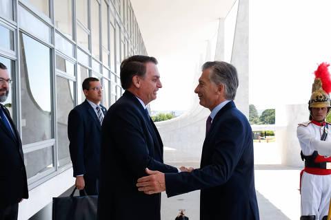 (190116) -- BRASILIA, enero 16, 2019 (Xinhua) -- Imagen cedida por la Presidencia de Brasil, del presidente brasileño, Jair Bolsonaro (3-i), recibiendo al presidente de Argentina, Mauricio Macri (2-d), en el Palacio de Planalto en Brasilia, Brasil, el 16 de enero de 2019. Los presidentes de Brasil, Jair Bolsonaro, y de Argentina, Mauricio Macri, resaltaron el miércoles tras un encuentro en Brasilia, la fuerte convergencia de valores entre sus gobiernos. Ambos mandatarios resaltaron también la necesidad de fortalecer la economía de los dos países y la intención de